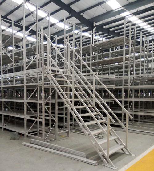 重型仓储货架安装现场图